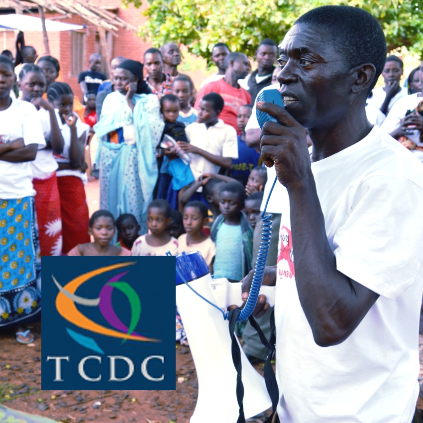 A community change agent (CCA) in Masasi district engages with his audience.